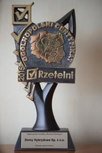 Domy Hybrydowe otrzymały statuetkę - Rzetelny Deweloper w programie Rzetelni 2015