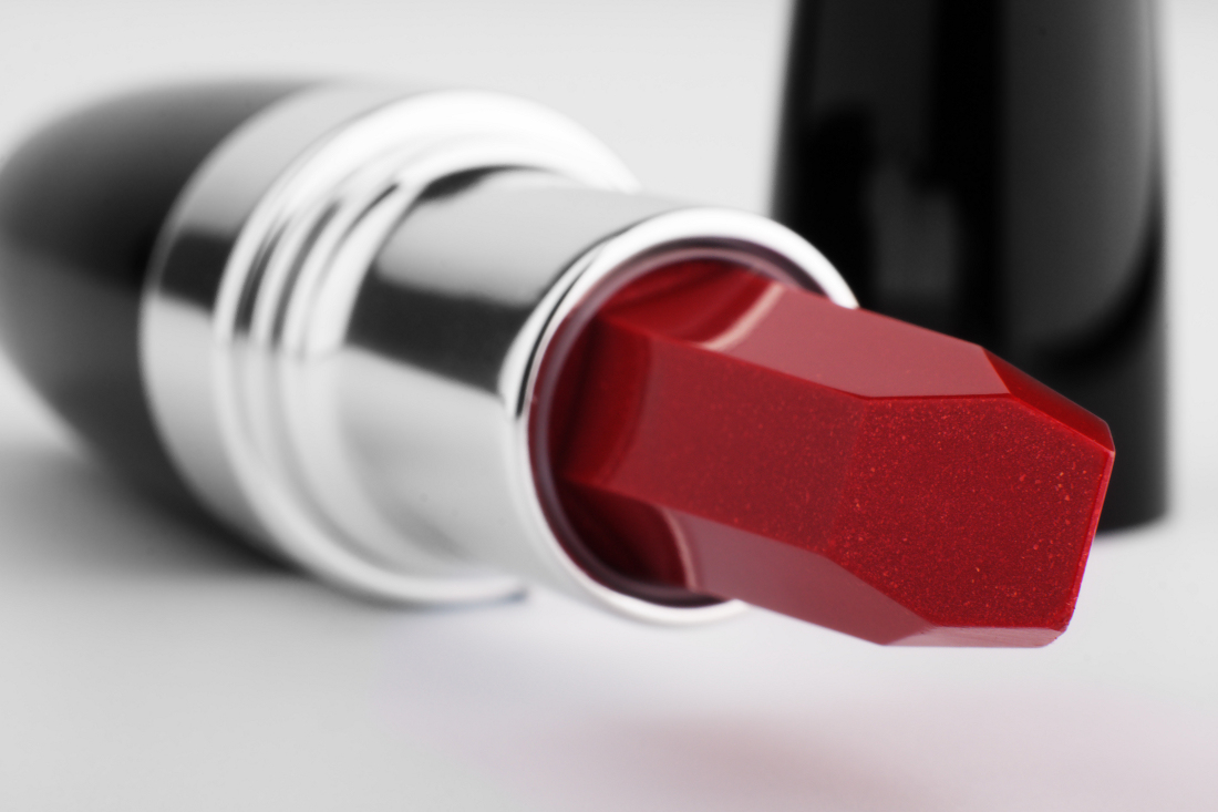 hipoalergiczni_zoom_na_produkty_kosmetyki_ropa_naftowa