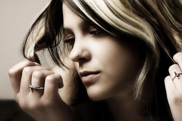 hipoalergiczni_zoom_na_produkty_kosmetyki_brunetka_czy_blondynka