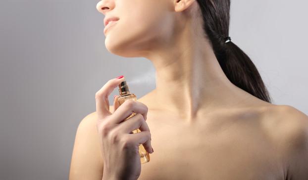 hipoalergiczni_zoom_na_produkty_kosmetyki_perfumy