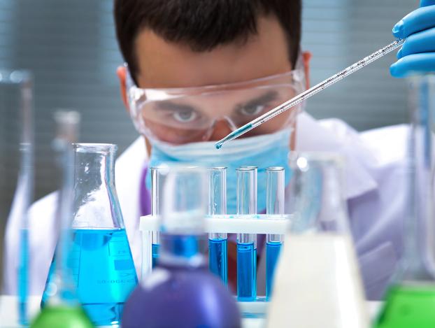 hipoalergiczni_pestycydy_w_szklance_wody