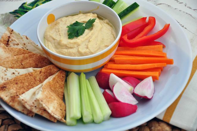 Hummus ze świeżymi warzywami