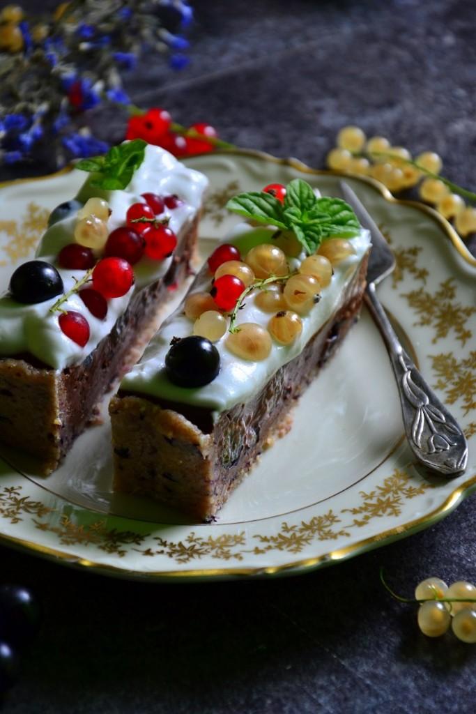 veganon-hipoalergiczni-czekoladowa-tarta-porzeczkowa