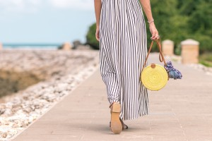 hipoalergiczni-accessories-bright-clothes-1100790-fot-pexels.com-by-Artem-Beliaikin