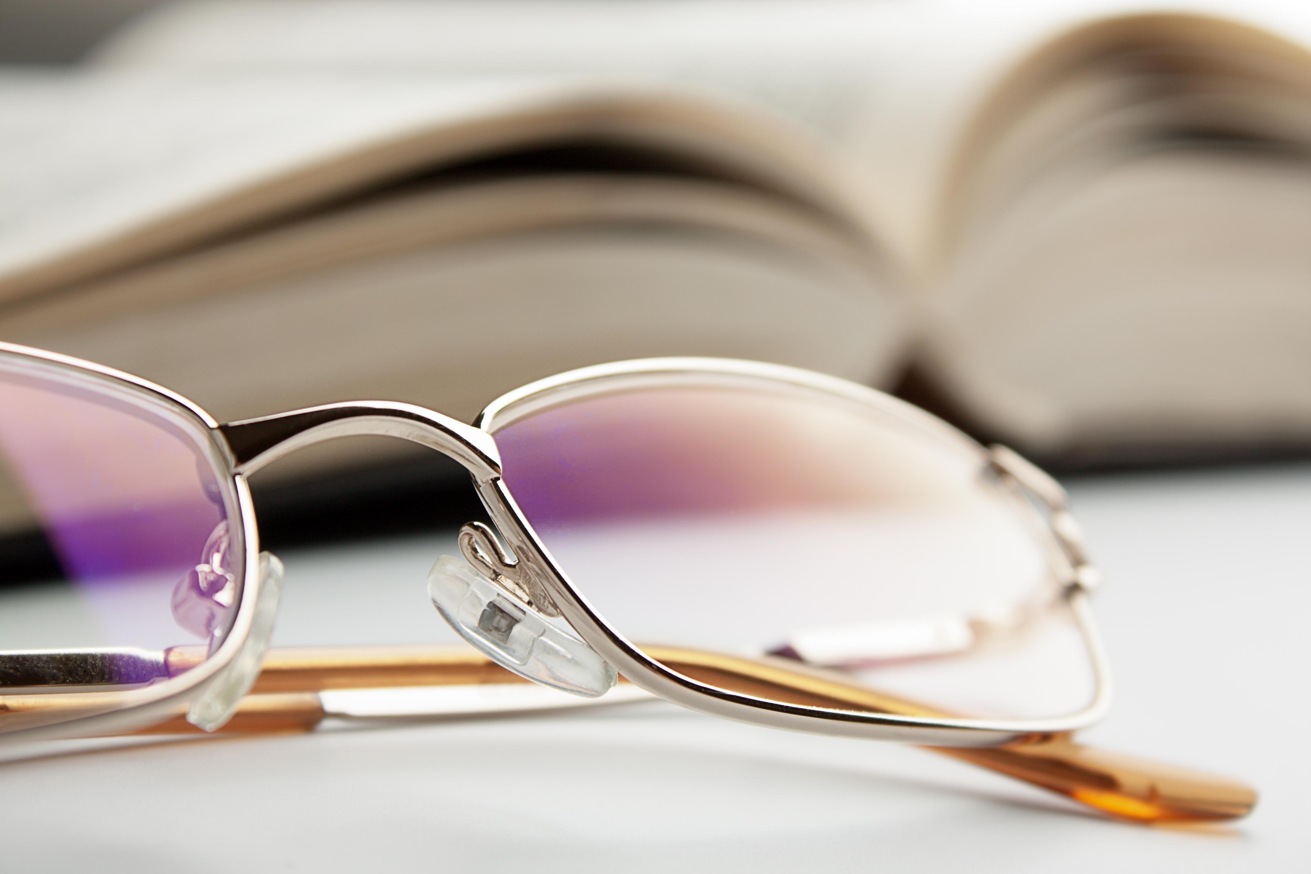 okulary - roczne kolejki do okulistów: