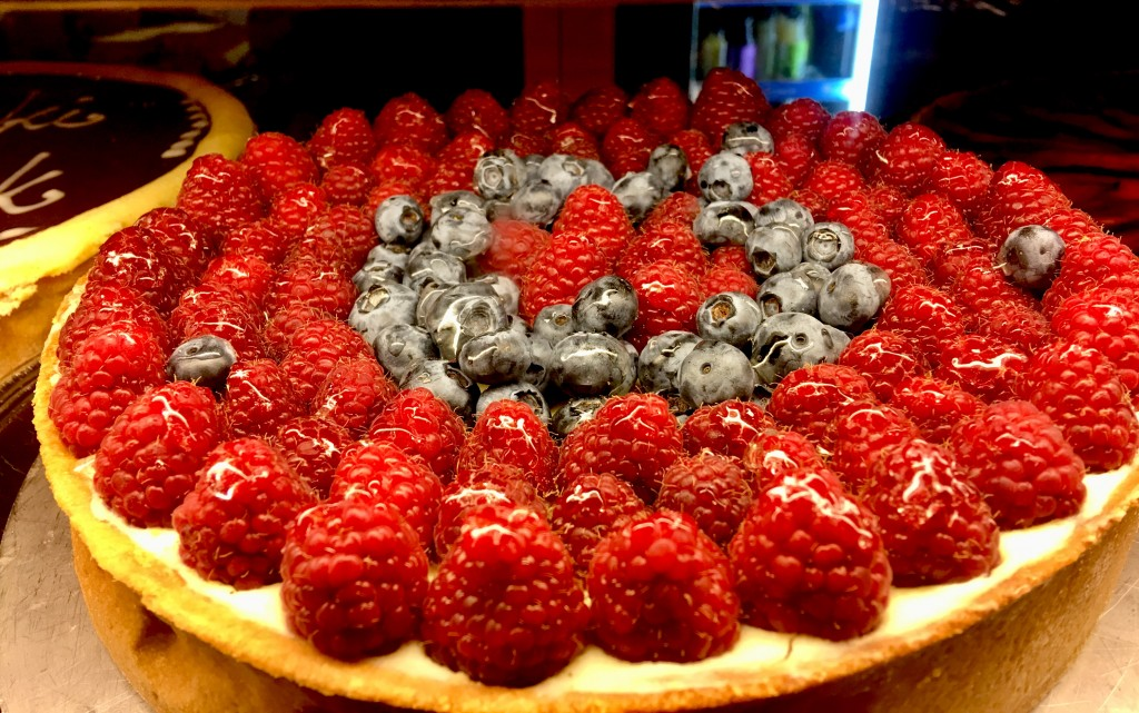 Tarta z malinami i borówkami (Francuski Łącznik)