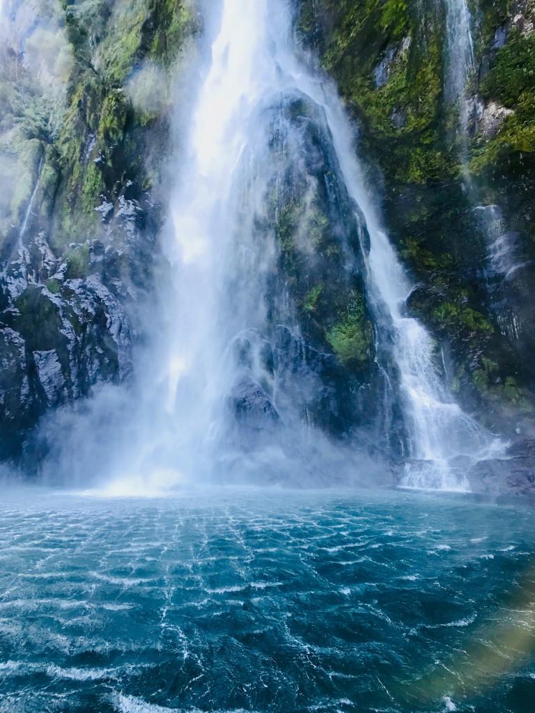blue-body-of-water-Carmen-Ong-pexels-com-hipoalergiczni