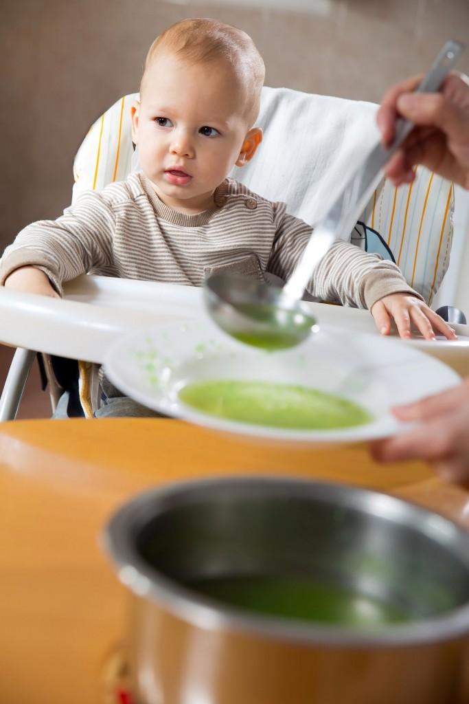 Hipoalergiczni-dziecko-jedzenie-zupa
