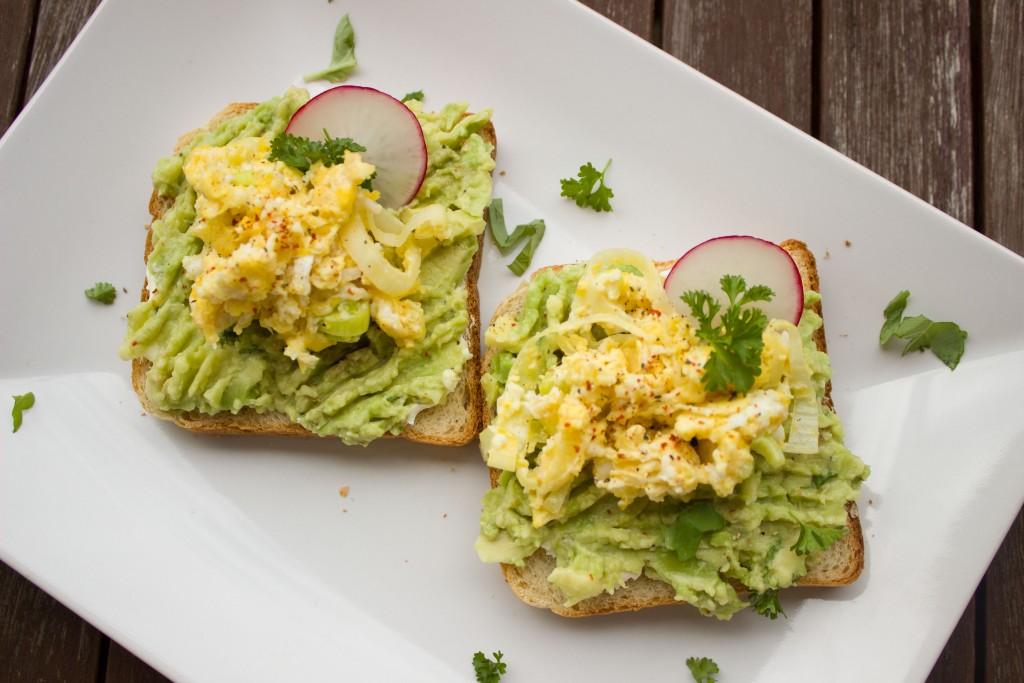 hipoalergiczni-pasta-jajeczna-awokado-rzodkiew